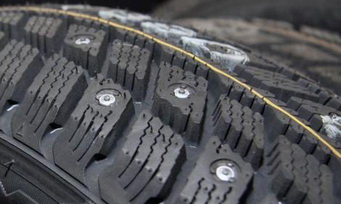 Со вторника, 15 октября, в Эстонии разрешено использование шипованных шин.