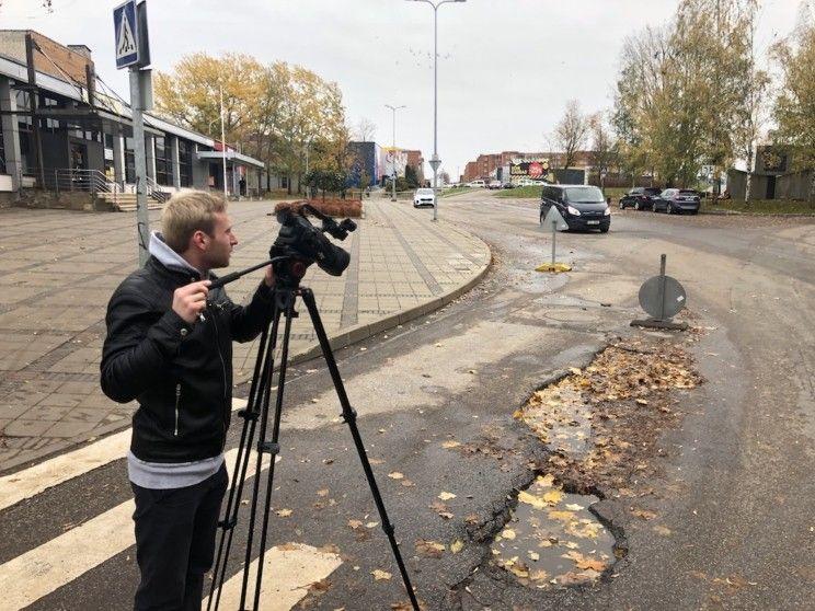 ESN TV делает репортаж о яме на улице Кеск