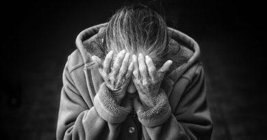 Старики-разбойники: 81-летняя жительница Силламяэ угрожала ножом охраннику магазина
