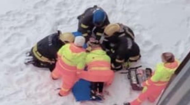 В Силламяэ 20 февраля с 8 этажа выпала девушка