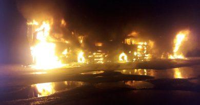 В ночь с воскресенья на понедельник в Нарве сгорели пять грузовых машин.